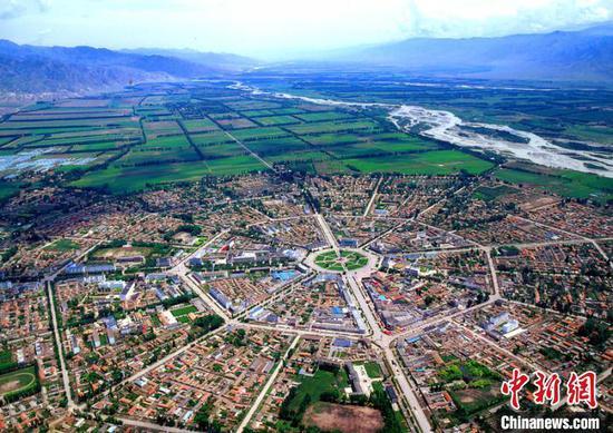 """特克斯縣城依八卦圖而建被稱為""""八卦城"""",該縣亦是中國歷史文化名城。 特克斯氣象局供圖"""