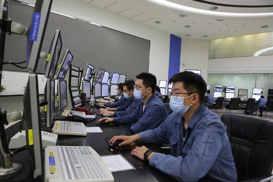 现代化生产控制中心。 吾布力 摄