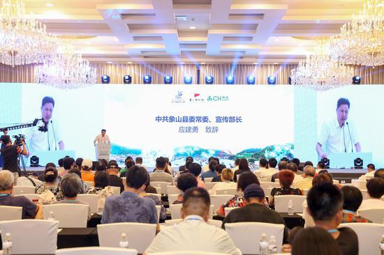 中共象山县委常委、宣传部长应建勇致辞。  象山影视城提供