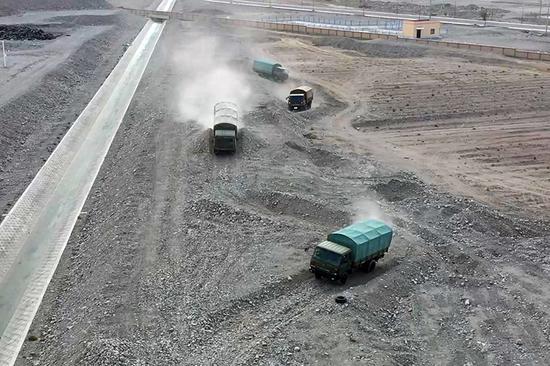 """海拔4200米帕米尔高原上演""""速度与激情"""""""