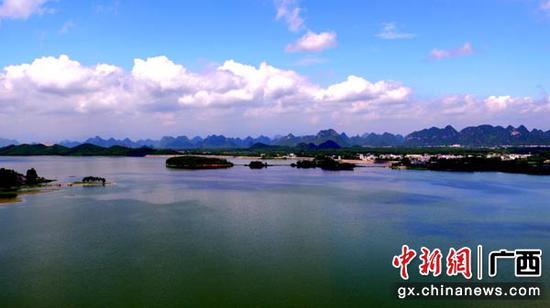 图为景色秀丽、环境优美的贵港。温志杰 摄