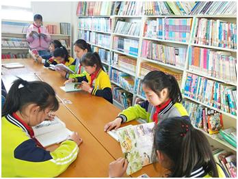 孩子们在云集梦想图书室里阅读。 云集供图