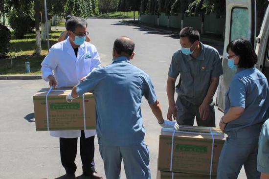 华源银朵兰捐赠1300箱复方一枝蒿颗粒助力疫情防控