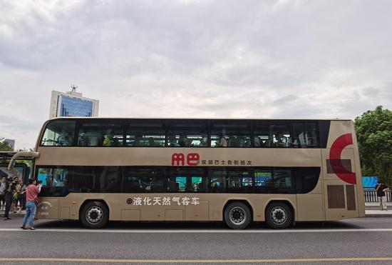 杭州双层巴士告别班次。许梦婷 摄