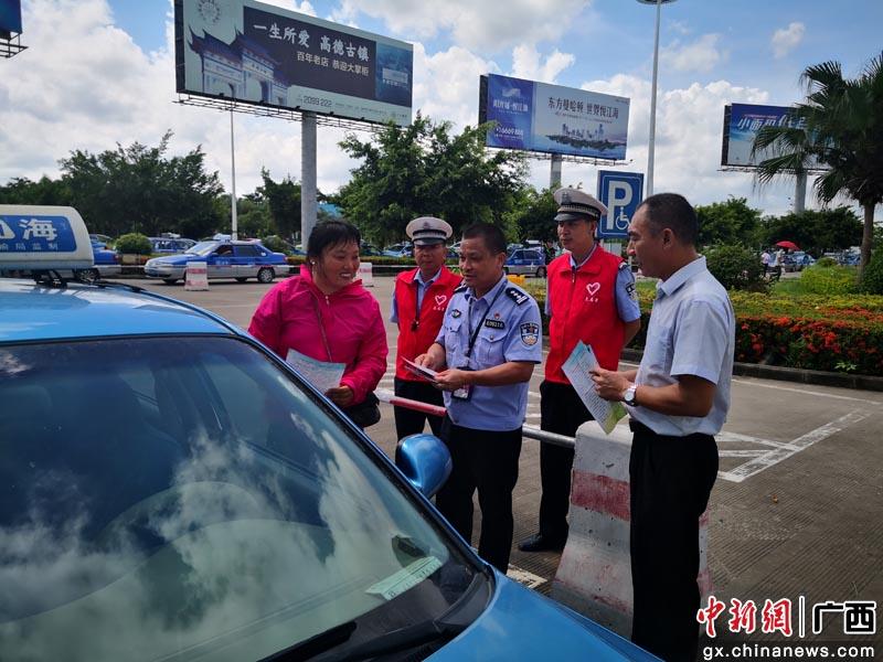 广西北海机场开展文明交通宣传志愿者活动