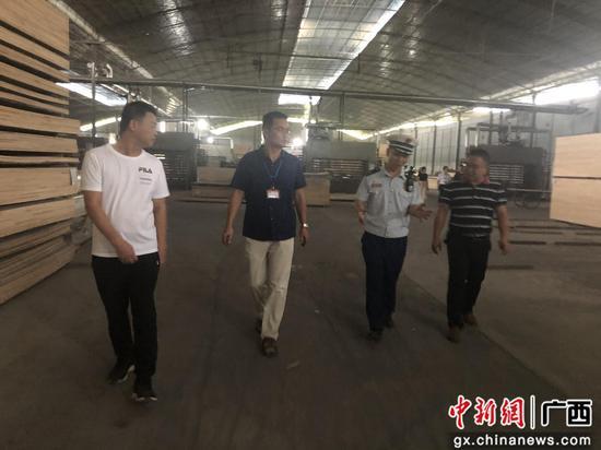 廣西柳州一木材加工廠火災隱患嚴重被臨時查封