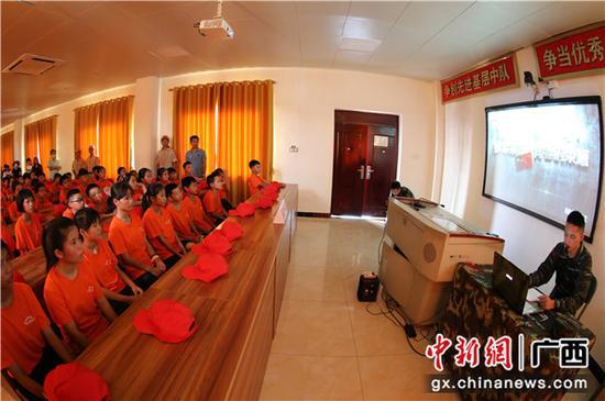 武警广西总队钦州支队:贫困学生