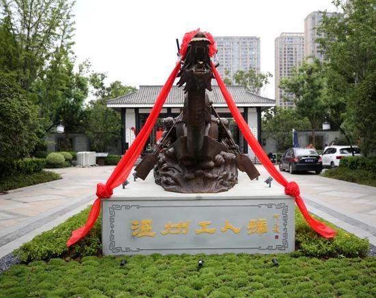 温州龙舟公园铜雕亮相。 温州市体育局 供图