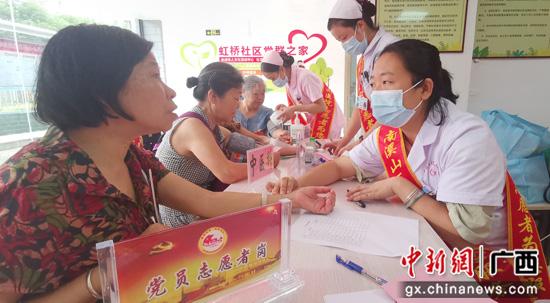 广西桂林:医院党员下基层 义诊惠民助创城