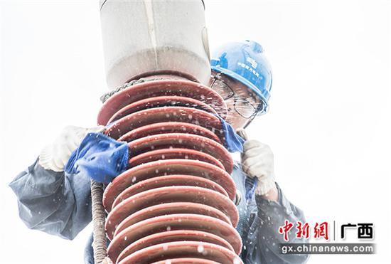 广西梧州:战高温 保供电