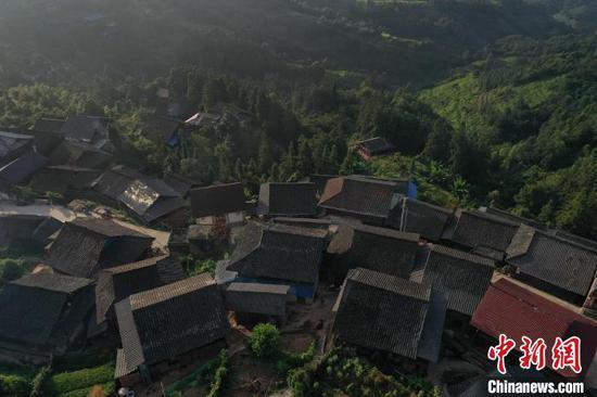 贵州省从江县丙妹镇大塘苗寨晨景。 吴德军 摄