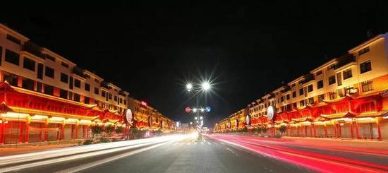 浙江花园村一条3.5公里长的红木长廊。王江红 摄