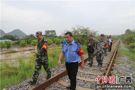 廣西鐵路部門開展普速鐵路外部環境安全整治活動