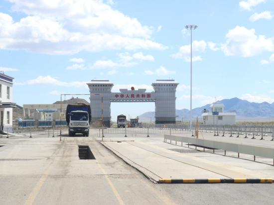 新疆塔克什肯边检站:倾力护航中蒙经济贸易发展