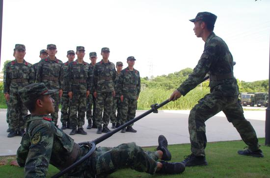 军事训练 章朝晖 摄