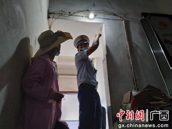 广西柳州一服装加工厂设在民房内 消防部门依法查封