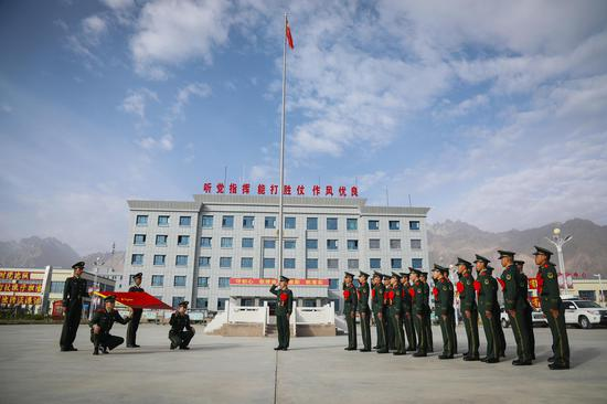 新疆帕米尔高原:退伍老�畋�告别军旅