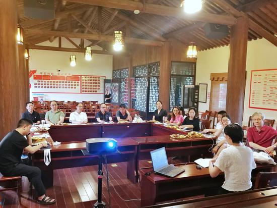 会员交流心得。 民建台州市委会 供图。