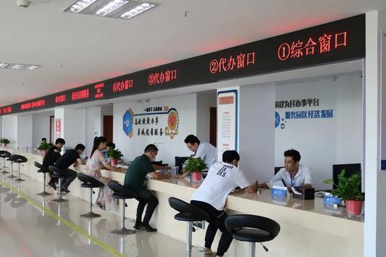 温州市首个政务服务驿站在龙湾区空港园区落成。  龙湾区政务服务中心供图