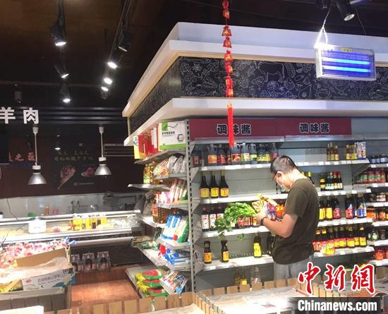 乌鲁木齐市逐步解封 部分商业店面开门营业