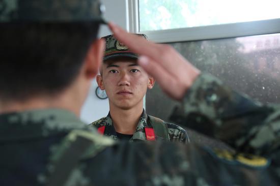 武警石嘴山支隊舉行退役士兵向哨位告別儀式
