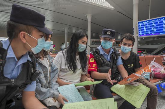 乌鲁木齐铁警:疫情过后防电信诈骗走进候车厅