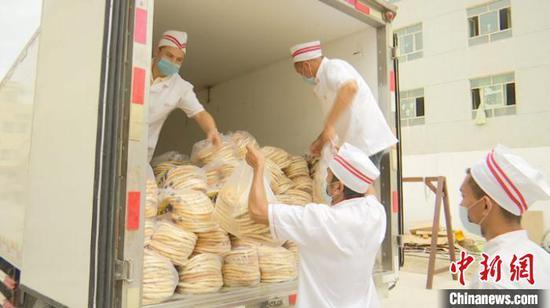 新疆莎车县:传统美食迎标准化 小馕饼欲成大产业