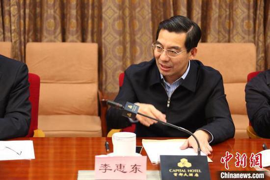 2016年12月17日,民革中央副主席兼秘书长李惠东在民革中央脱贫攻坚民主监督工作小组第二次会议上讲话。民革中央供图