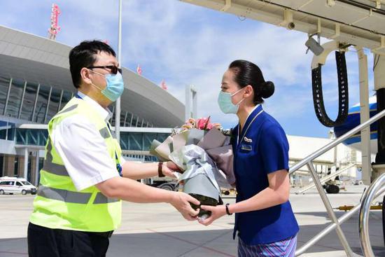 库尔勒机场开通北京大兴首航、增加过夜航班
