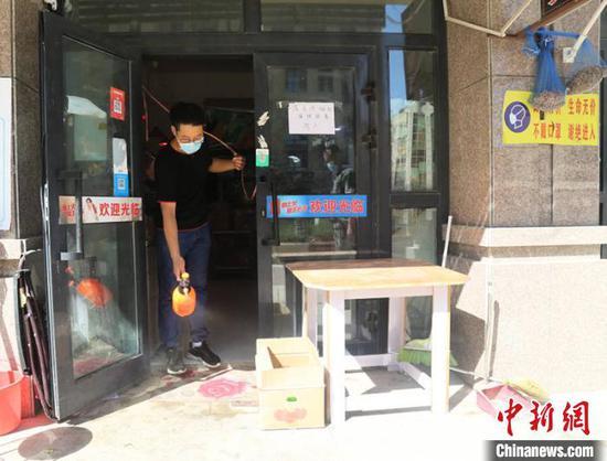 目前,新疆兵团第十二师一〇四团商铺陆续恢复营业。 班丽娟 摄
