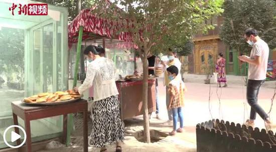 """探访新疆喀什""""六代馕店"""":百年手艺代代传"""