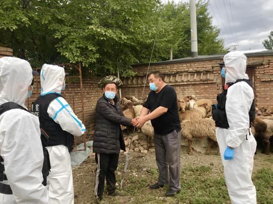新疆塔城博孜达克边境派出所帮助辖区牧民找回走失羊群
