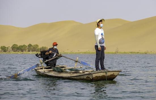 """新疆尉犁:""""死亡之海""""养出大螃蟹"""