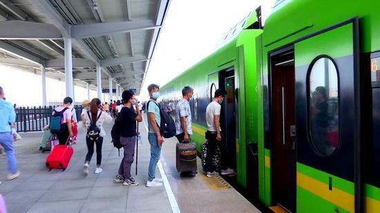 新疆库尔勒陆续恢复开行18趟列车 客流货运稳步增长