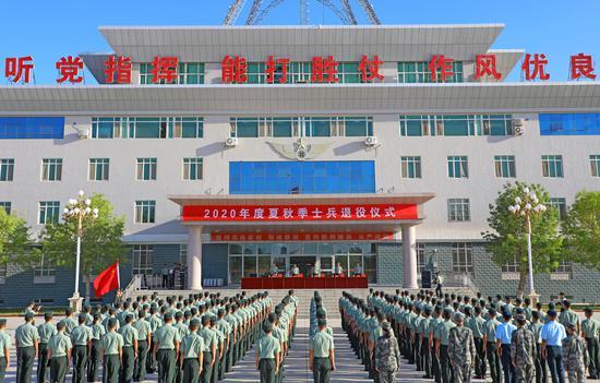 新疆军区□某训练基地29名老兵即将告别火热军营