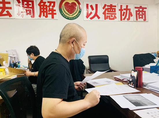 """乌市头区法院诉前调解中心:开启矛盾纠纷化解""""快捷键"""""""