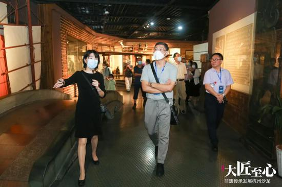 与会人员参加考察活动 浙江ALLBET省非遗保护中心提供