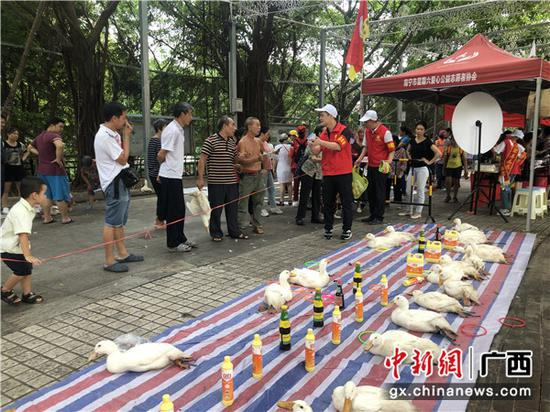 """志愿服务进社区 中建四局三公司助力南宁""""创城"""""""