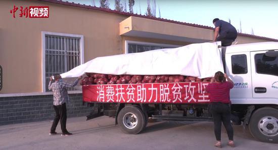 新疆喀什英吉沙县首批4.3吨板栗南瓜运往乌鲁木齐