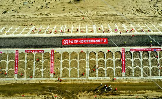 """和若铁路建设助力脱贫攻坚为南疆发展""""加速度"""""""