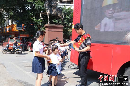 柳州消防部门多管齐下助力创城工作