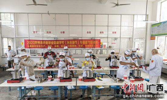 广西阳朔县加强农村劳动力转移培训助推脱贫攻坚