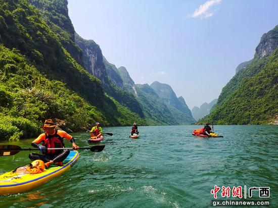 知名桨板冲浪团队将到广西红水河天下第一湾献艺庆双节