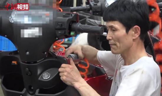 """新疆籍技术工:能歌善舞追梦""""精彩人生"""""""