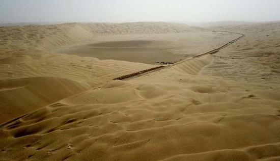 新疆第三条沙漠公路沙基全线贯通