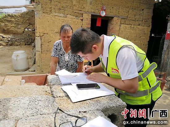 武宣县黄茆镇新贵村第一书记胡振兴:把情怀根植在广阔农村