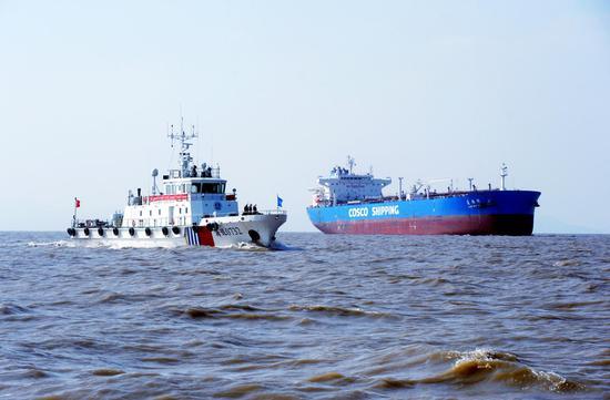 海事部门护航海上交通。华志波 摄