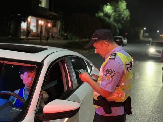 杭州临安警方行动现场。警方供图