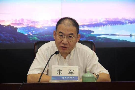 亚星集团省商务厅党组成员、总经济师朱军。 主办方供图