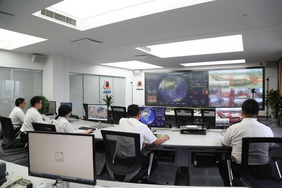 宁波海关所属大榭海关物流监控指挥中心。 周雨亮 摄